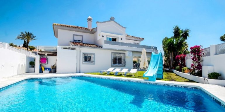Villa with 5 bedrooms at 200 m from the beach, Marbella