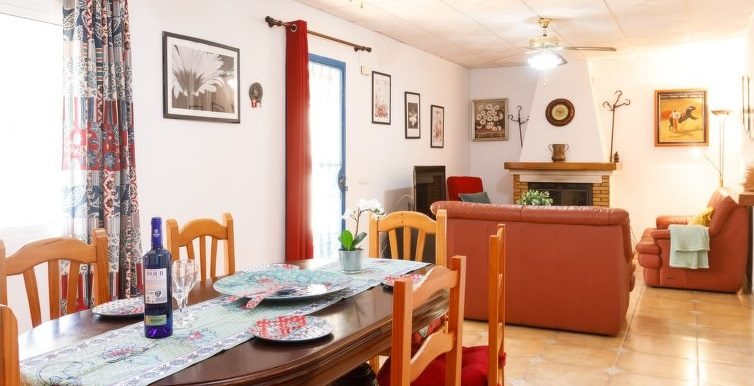 SPACIOUS VILLA IN TORROX