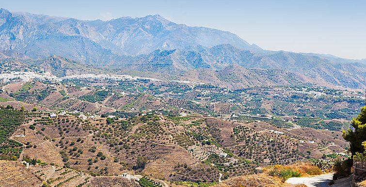 SPLENDID VIEWS TO THE MOUNTAINS